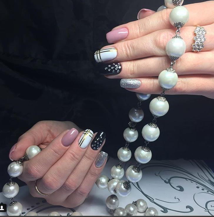 Фото ногтей с гель-лаком и дизайном на ногтях, работа ученицы курсов маникюр педикюр в школе Оксаны Демченко